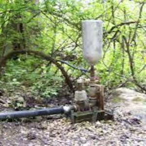 GRAVITY LIFT PISTON WATER PUMP